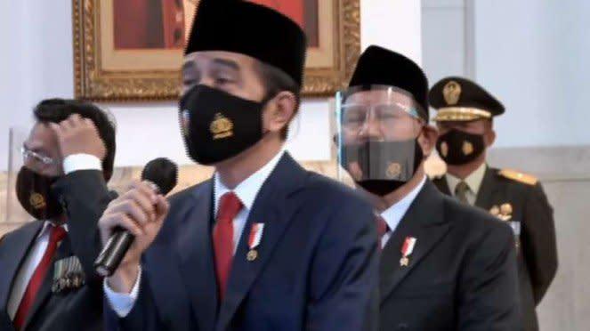 VIVA Militer: Letjen (purnawirawan) Prabowo saat dampingi Presiden di HUT TNI 75