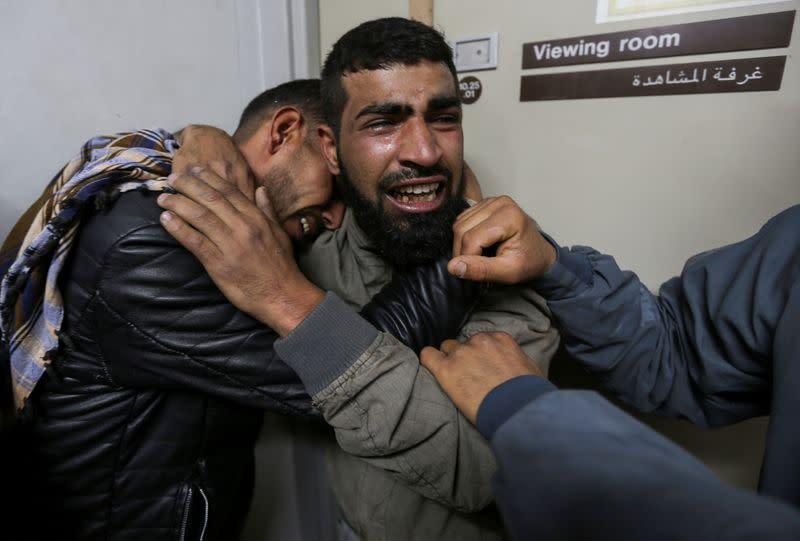 Israeli troops kill Palestinian teen at Gaza protest, Palestinians say