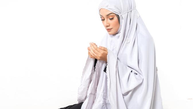 Ilustrasi Sholat Tasbih Credit: shutterstock.com