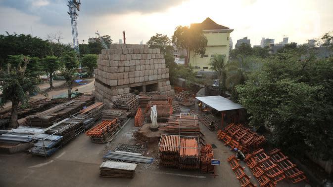 Suasana proyek revitalisasi Taman Ismail Marzuki (TIM), Jakarta, Selasa (26/11/2019). Proyek revitalisasi TIM yang menelan anggaran sebesar Rp 1,8 triliun tersebut menuai penolakan dari seniman lantaran akan dibangun hotel berbintang. (merdeka.com/Iqbal Nugroho)