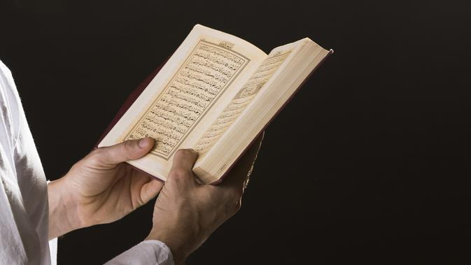 Ilustrasi Membaca Al Qur'an Credit: freepik.com