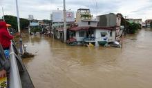 梵高颱風襲菲 馬利吉娜河水淹沒民房 (圖)