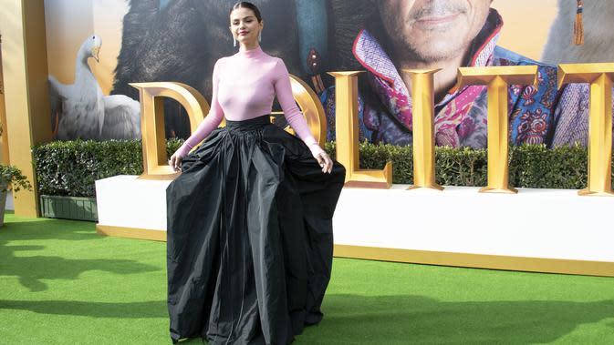 Selena Gomez saat hadir di premier Dolittle di Regency Village Theater, Westwood, California, Amerika Serikat. (VALERIE MACON / AFP)