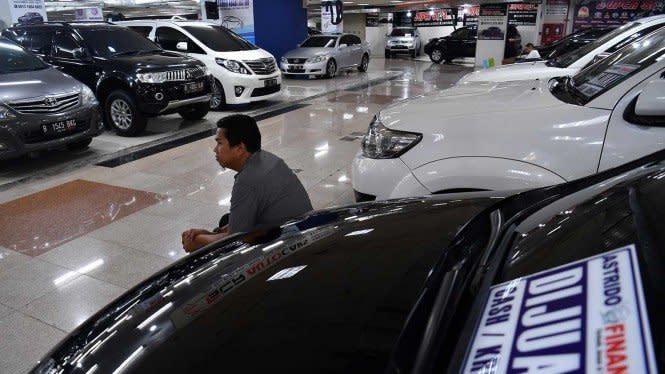 Untung Rugi Beli Mobil Bekas Lewat Diler Vs Pemilik Langsung