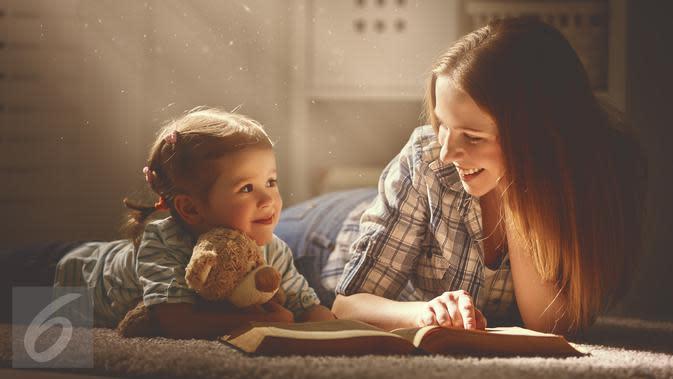 Ilustrasi Foto Ibu dan Anak Perempuan (iStockphoto)