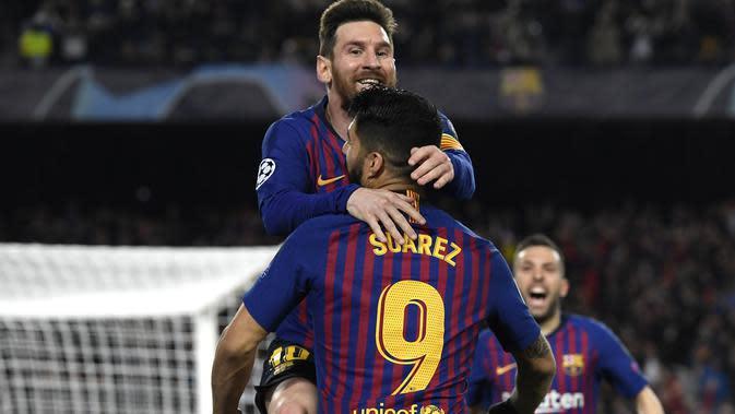 Bintang Barcelona, Lionel Messi dan Luis Suarez,, melakukan selebrasi usai mencetak gol ke gawang Liverpool, Kamis (2/5/2019) dini hari WIB. Barcelona menang 3-0 di Estadio Camp Nou. (AFP / Javier Soriano)