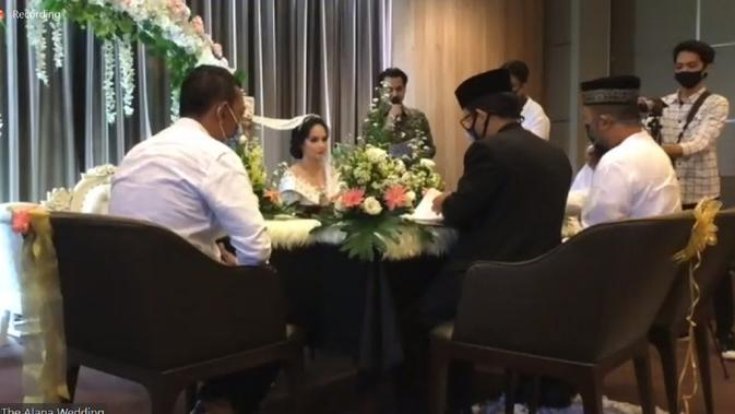 Angelica Simperler. [Foto: Suasana Akad Nikah Angelica Simperler via Zoom Meeting]