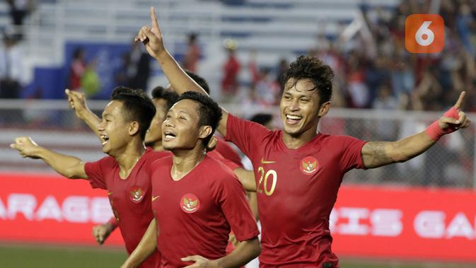 Timnas Indonesia merayakan kelolosan ke final SEA Games 2019 setelah mengalahkan Myanmar 4-2 di semifinal di Stadion Rizal Memorial, Manila (7/12/2019). (Bola.com/M. Iqbal Ichsan)