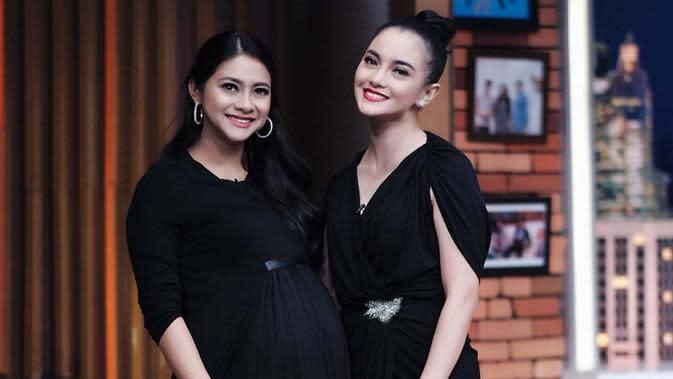 Tak jarang, Ririn Ekawati dan Rini Yulianti juga diundang bersama dalam berbagai acara talkshow di televisi. (Liputan6.com/IG/@ririnekawati)