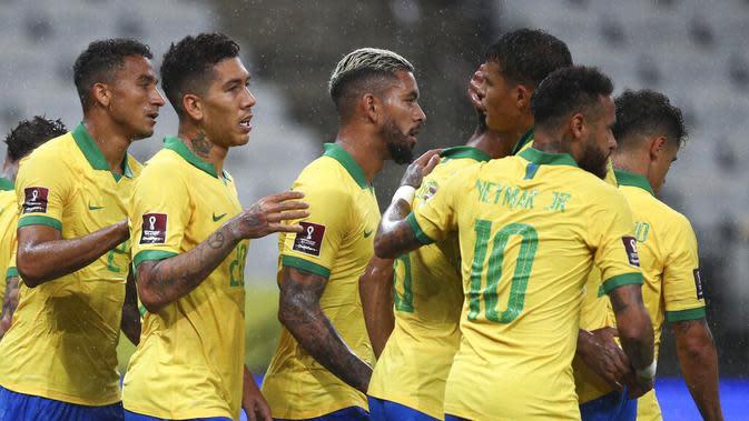 Skuat Brasil merayakan gol yang dicetak Roberto Firmino ke gawang Bolivia pada lanjutan Kualifikasi Piala Dunia 2022, Sabtu (10/10/2020). (Buda Mendes/Pool via AP)