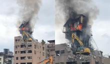 快新聞/新店華廈頂樓「拆鴿舍」燒出大火! 疑施工不慎濃煙直竄天際