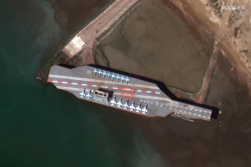 Iran pindahkan kapal induk tiruan ke laut di tengah ketegangan dengan AS