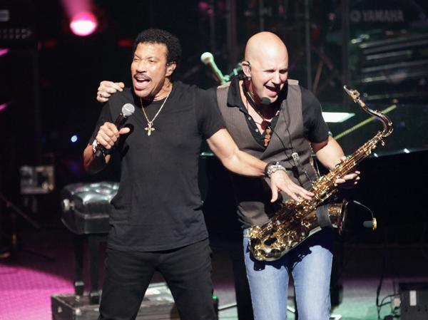 Lionel Richie Duets With Kenny Rogers at SXSW