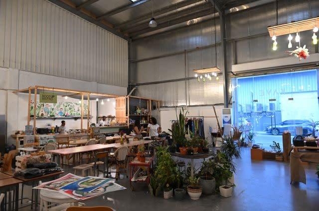 Warehouses host glitzy Dubai's 'hipster' scene