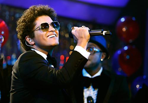 On the Charts: Bruno Mars Aims for Big Week in Slow Season