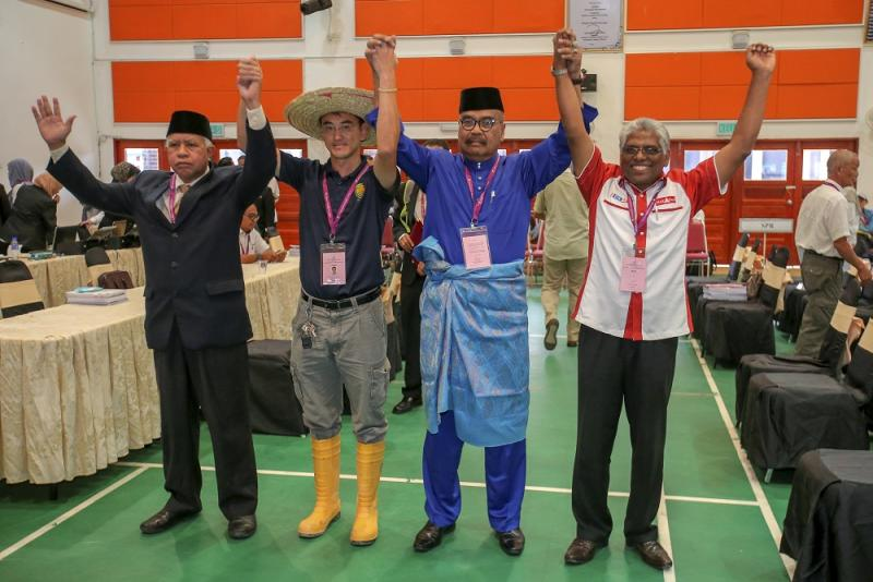 Candidates for the Cameron Highlands by-election (from left) Sallehudin Ab Talib, Wong Seng Yee, Ramli Mohd Noor and M. Manogaran pose for a group picture at the nomination center at SMK Sultan Ahmad Shah January 12, 2019. — Picture by Farhan Najib