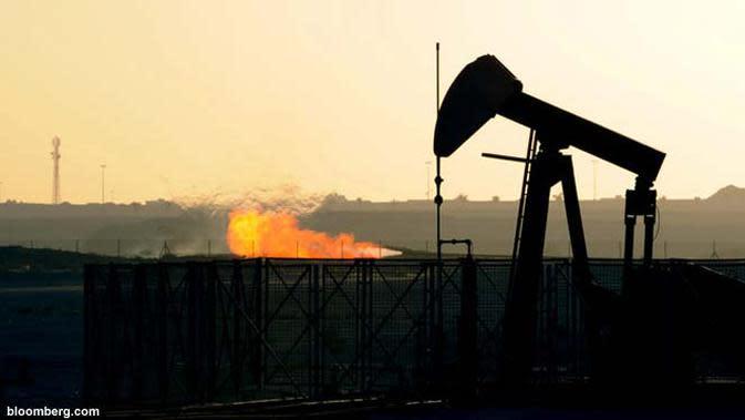 Harga minyak mentah acuan AS turun 7,7 persen menjadi US$ 52,53 per barel dipicu sentimen krisis penyelesaian utang Yunani.