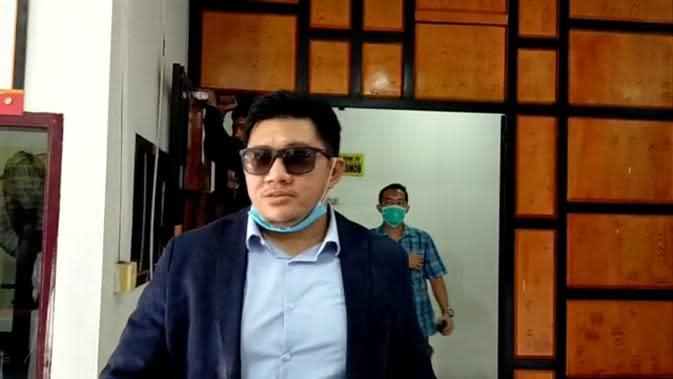 Machi mengunjungi Hana di Mapolrestabes Medan, Jalan HM Said, Kecamatan Medan Perjuangan, Kota Medan.