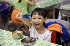 晚餐是種日常,卻是孩子們的盼望