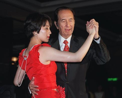 Stanley Ho and his fourth wife Angela Leong on the dance floor during a fundraising event at the Hong Kong Journalists Association annual dinner on 31 May 2002. Photo: SCMP