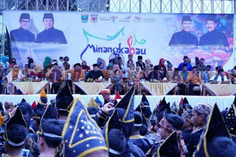 Kemenpar buka Festival Pesona Minangkabau 2019