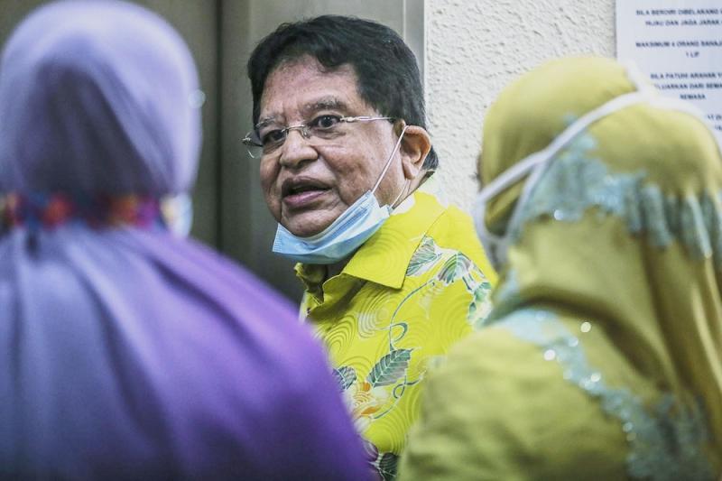 Datuk Seri Tengku Adnan Tengku Mansor is pictured at the Kuala Lumpur Court Complex on September 22, 2020. ― Picture by Hari Anggara
