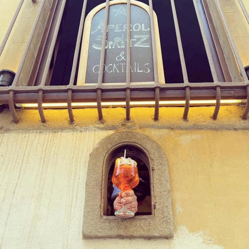 A wine window at Osteria delle Brache in Piazza Peruzzi, Florence - Wine Windows Association (Buchette Del Vino)