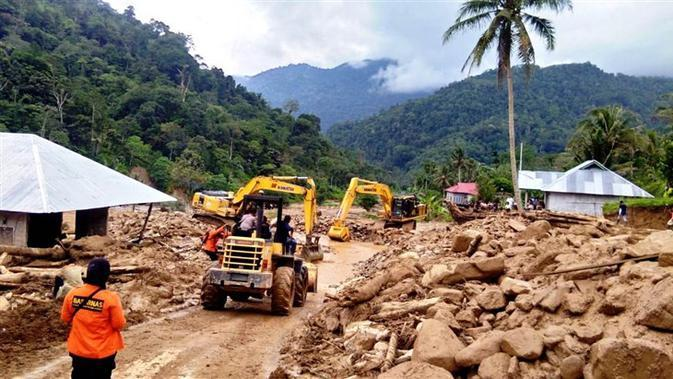 Bencana banjir dan longsor di Kabupaten Solok Selatan, Sumatera Barat pada 20 November 2019. (Dok Badan Nasional Penanggulangan Bencana/BNPB)