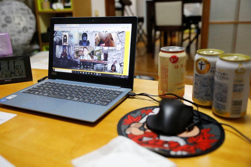 Pesta minum virtual menjadi populer di Jepang selama COVID-19