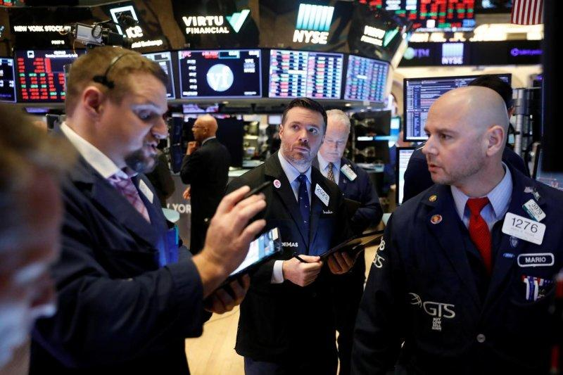 Wall Street dibuka lebih tinggi menyusul kenaikan solid pekan lalu