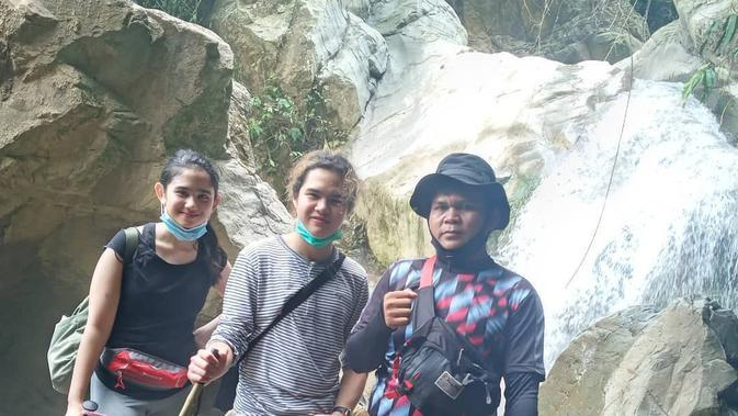 Tissa Biani dan Dul Jaelani trekking bareng (Sumber: Instagram/sentultrakking973)
