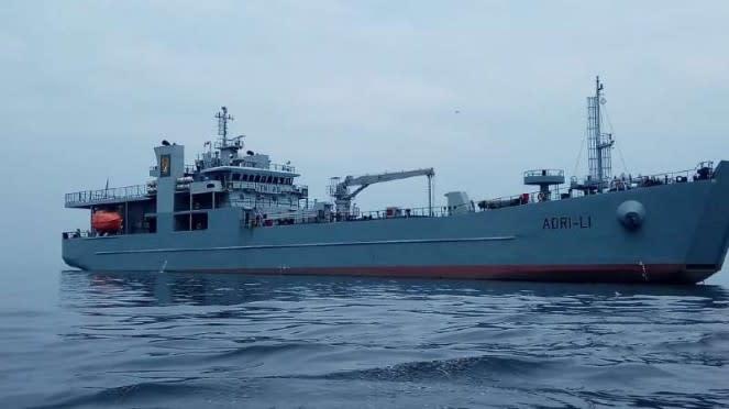 VIVA Militer : Kapal Pengangkut Tank TNI AD, ADRI 51