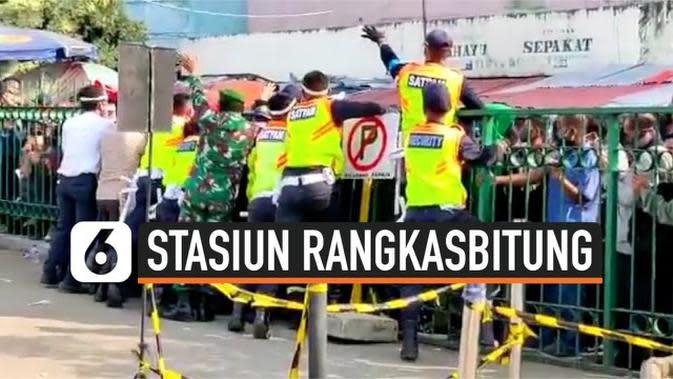 VIDEO: Aksi Dorong Calon Penumpang di Stasiun Rangkasbitung
