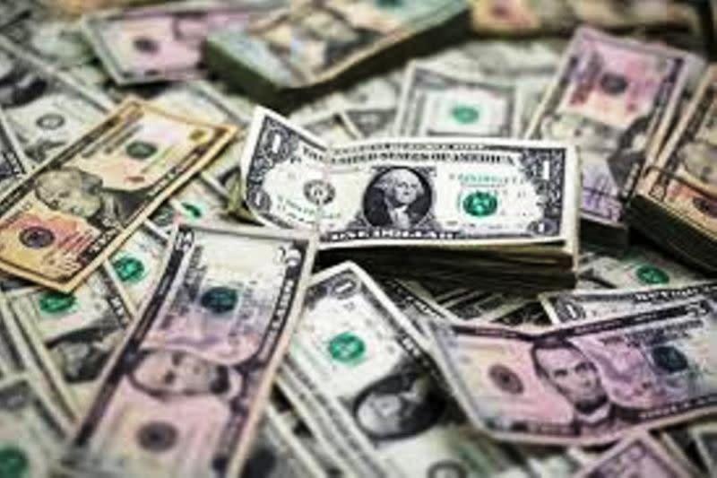 Dolar menguat ketika kekhawatiran atas virus corona meningkat lagi
