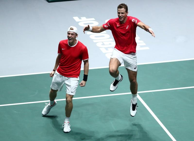 Canada edge out Russia to reach Davis Cup final
