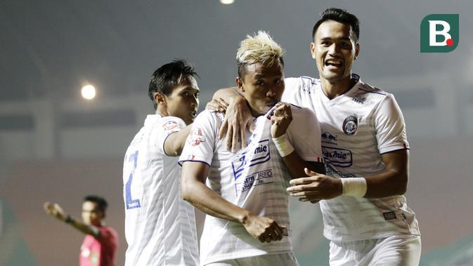 Pria asal Malang tersebut memborong dua gol untuk kemenangan tim Singo Edan. (Bola.com/M Iqbal Ichsan)