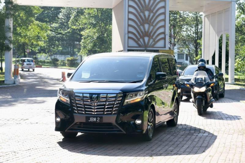A vehicle ferrying Tan Sri Muhyiddin Yassin arrives at Mines Wellness City February 25, 2020. — Bernama pic