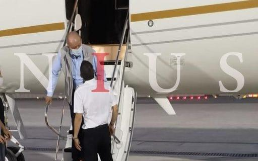 Photo from Spanish news outlet Nius shows the former king arriving in Abu Dhabi - Nius