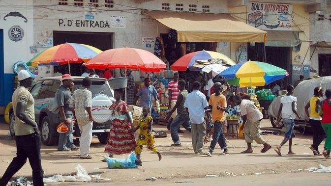 Suasana jalan raya di Guinea Bissau. (Sumber Wikimedia Commons)