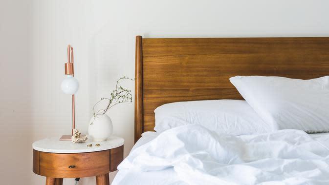 Ilustrasi kasur di kamar tidur. (dok. pexels.com/@burst)