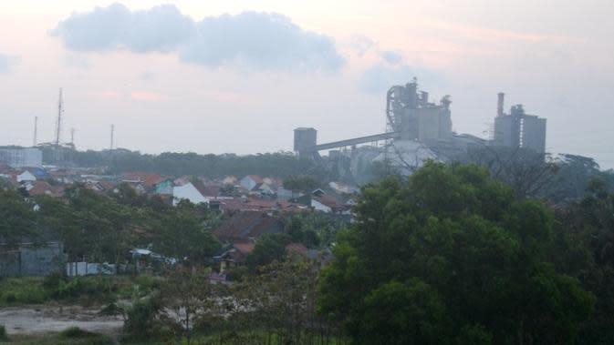 Ilustrasi: Pabrik semen, Cilacap, Jawa Tengah. (Foto: Liputan6.com/Muhamad Ridlo)