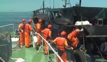 中籍漁船越界捕魚 海巡緊追、登船檢查