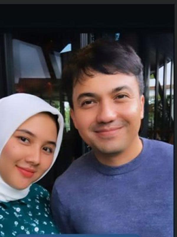 Sahrul Gunawan dan Kekasih (Sumber: Instagram/m/unamaulina/