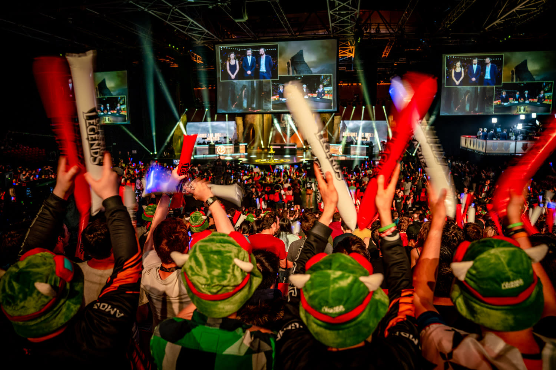 曾經一度是年輕族群為主導,現在電競世界已成為一個熱情的社群,歡迎各種背景玩家的加入。