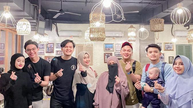 Momen Kebersamaan Anggota Grup Adam Musik Bareng Istri. (Sumber: Instagram.com/anisarahma_12)