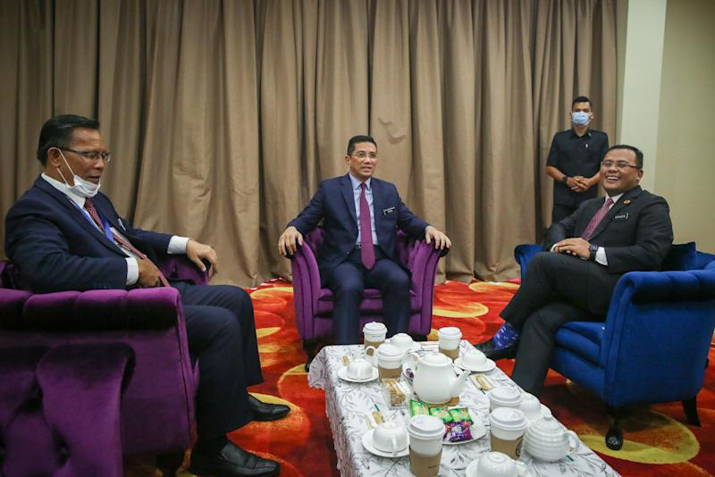 Senior Minister Datuk Seri Mohamed Azmin Ali chairs a meeting attend by Selangor Mentri Besar Datuk Seri Amirudin Shari during the Selangor state action council meeting in Shah Alam June 29, 2020. — Picture by Yusof Mat Isa