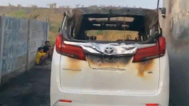 Mobil yang Dibakar Tak Punya Asuransi, Via Vallen Bingung