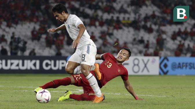 Bek Timnas Indonesia, Hansamu Yama, melakukan tekel saat melawan Timor Leste pada laga Piala AFF 2018 di SUGBK, Jakarta, Selasa (13/11). Indonesia menang 3-1 atas Timor Leste. (Bola.com/Yoppy Renato)