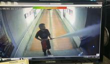 火車站地下道狂噴滅火器! 男辯被追...使出「煙盾」逃跑
