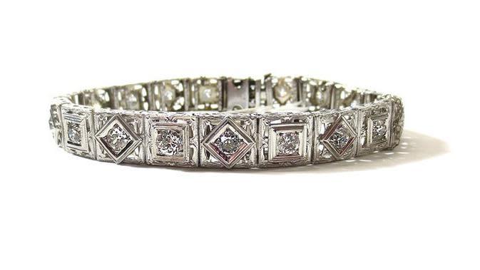 Cincin Platinum (dok PIxabay/https://pixabay.com/id/photos/perhiasan-kemewahan-kekayaan-gem-3132919/Ossid Duha Jussas Salma)